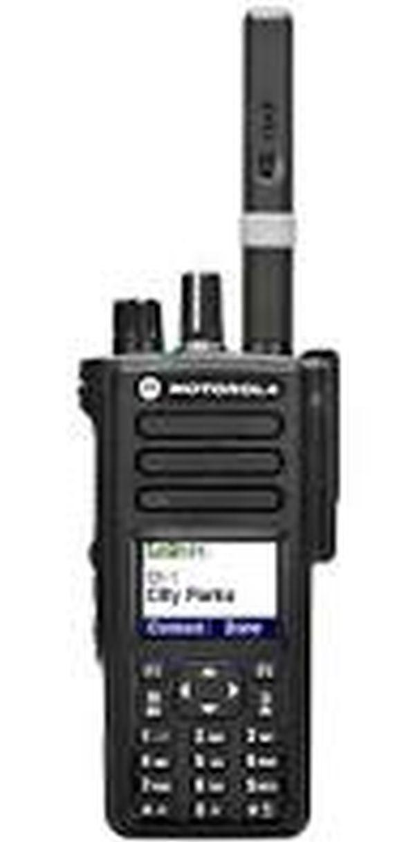 Портативная радиостанция Motorola DP 4800 (носимая радиостанция 136   174 МГц, 1000 кан. цв.дисп., клав.)